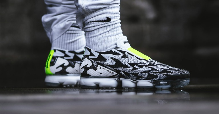 acronym-x-nike-air-vapormax-moc-light-bone-volt-aq0996-001-on-feet-facebook