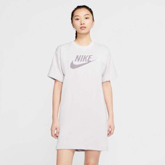 Nike_Sportswear_FA20_W_Revival_Apparel_Collection_02_original